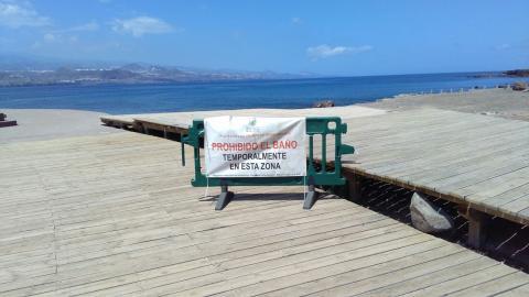 Playa de El Confital cerrada