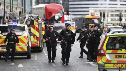 Policías del Reino Unido en un atentado