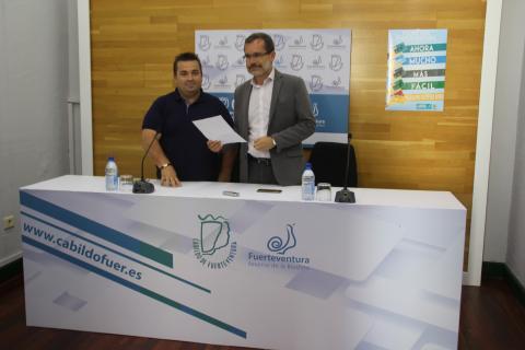 Marcial Morales presenta los bonos del transporte de Fuerteventura