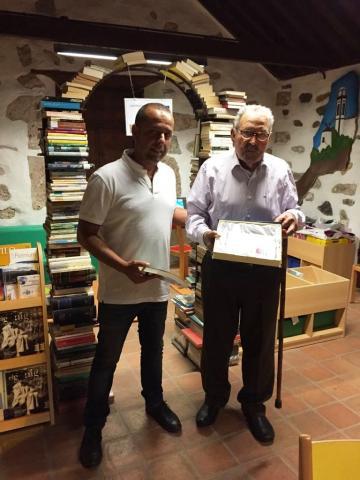 José Rodríguez recibe el premio al lector de mayor edad