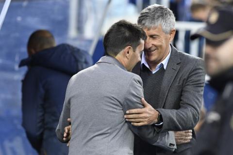 Quique Setién y Asier Garitano saludándose en el partido