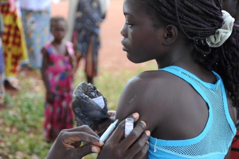 Vacunación de niños en África