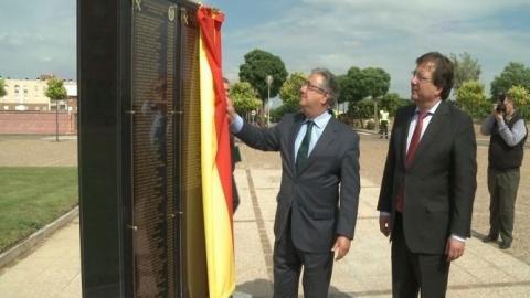 Juan Ignacio Zoido inaugura el monolito