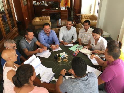 Reunión del nuevo gobierno de La Oliva