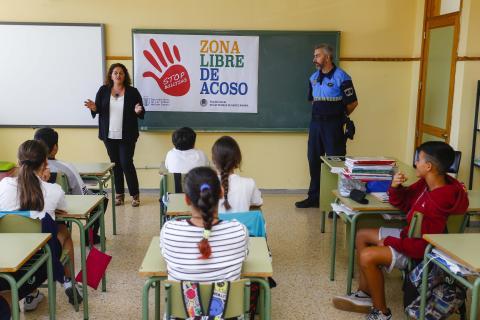 Actuación de la Policía Local de Las Palmas de Gran Canaria en un colegio para la prevención del acoso escolar