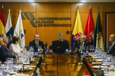 Reunión del alcalde de LAs Palmas de Gran Canaria, Augusto Hidalgo con la Confederación Canaria de Empresarios