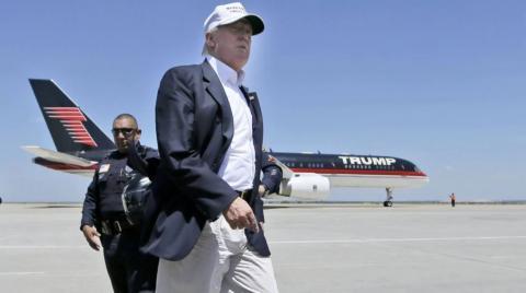 Donald Trump y su avión