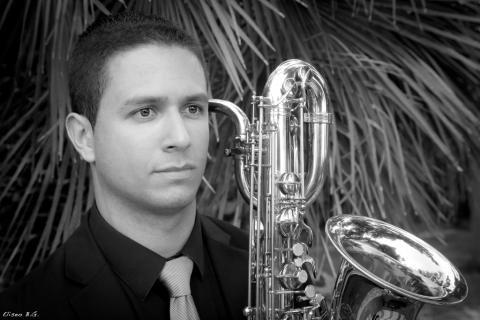 Eduardo Naranjo con su saxofón