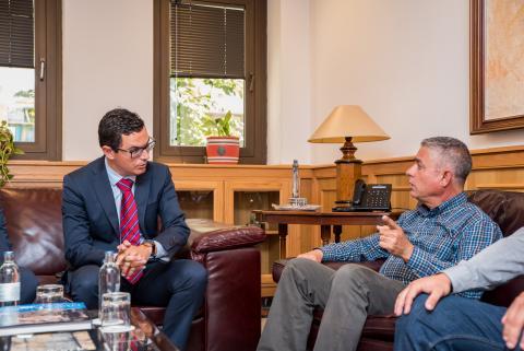 Pablo Rodríguez y Tomás Pérez en una reunión sobre la carretera de La Aldea