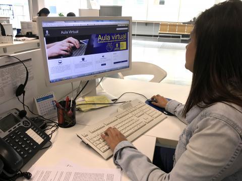 Pantalla de ordenador con el Aula Virtual del Cabildo de Gran Canaria