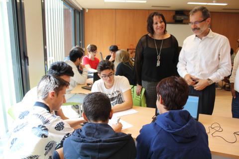 Marcial Morales y Soledad Monzón con alumnos