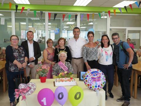 Francisca Rivera Delgado celebrando su 100 cumpleaños