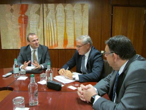 Augusto Hidalgo y la Asociación de Importadores de Vehículos