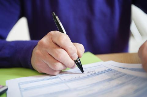 Firmando una nómina
