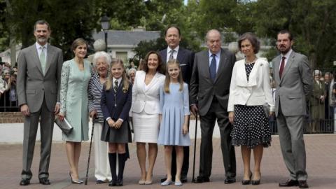 Foto de familia de la infanta Sofia en la primera comunión