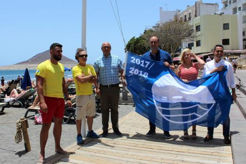 Izado de la Bandera Azul en la Playa de El Médano