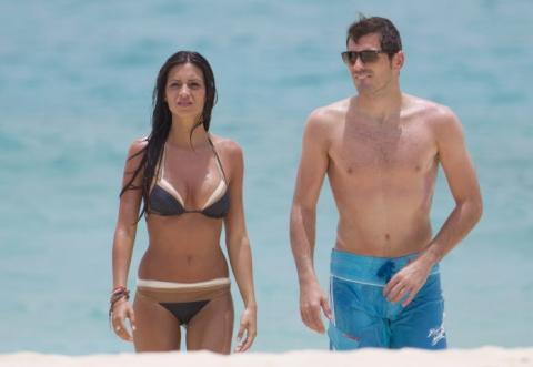 Iker Casillas y Sara Carbonero en la playa