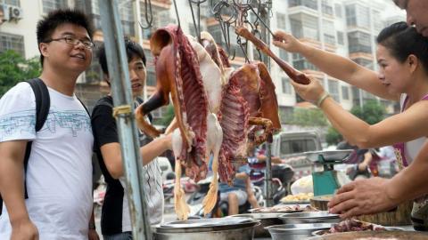 Puesto callejero de comida en China