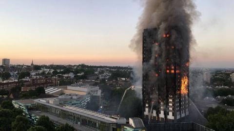 Edificio en llamas en Londres