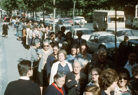 Colas para poder votar en junio de 1977