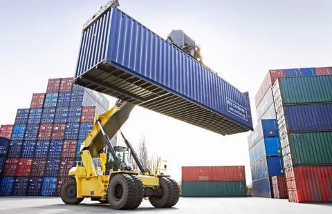 Containers en una grúa