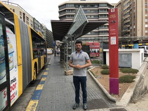 David Suárez en la estación de Guaguas del Teatro