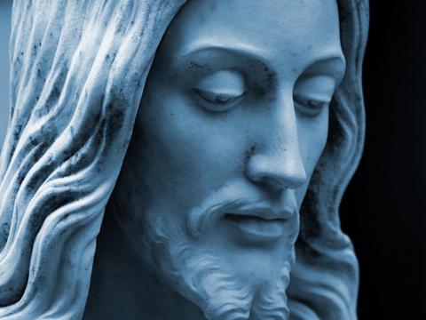 Cara de una escultura de Jesús