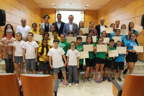 Alumnos con los Premios Fuerteventura Recicla