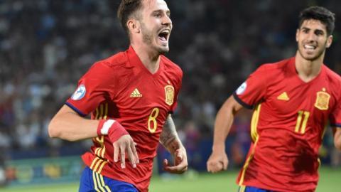 Saul Ñíguez celebra con Marco Asensio uno de sus goles