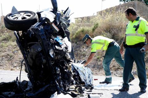 Un accidente de tráfico y dos guardia civiles