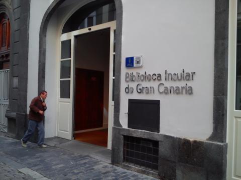 Entrada de la Biblioteca insular de Gran Canaria