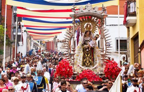 En procesión la virgen del Carmen en Los Realejos