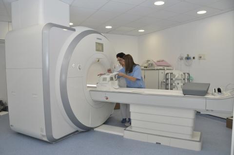 Aparato de resonancia magnética en el Hospital Dr. Negín