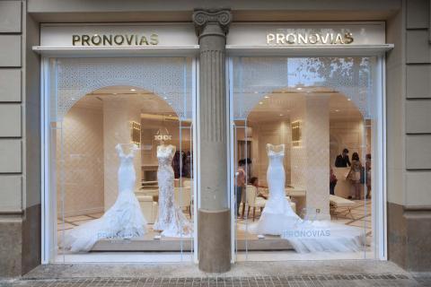 Escaparate de la tienda Pronovias
