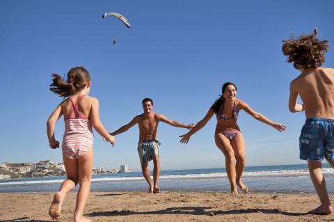 Una familia en una playa