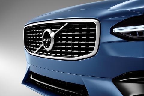 Coche con el logo de Volvo