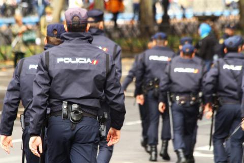 Varios policías