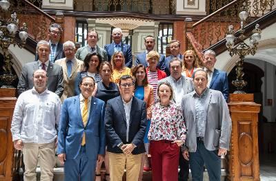 Pablo Rodríguez y el Cuerpo Cosular de LAs Palmas