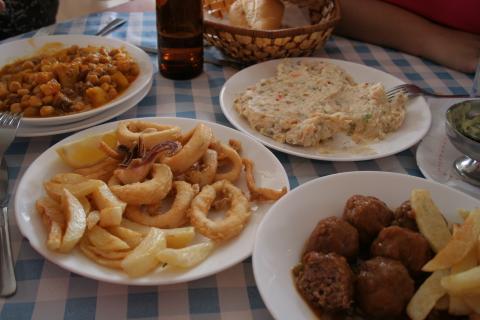 Platos de comida canaria