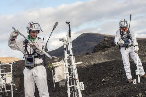 Astronautas en practicando en Lanzarote