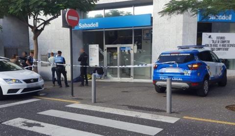Resultado de imagen de Muere arrollado contra un muro por su propio coche en Tenerife