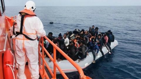 Rescate de inmigrantes en patera