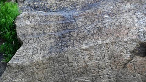 La 'piedra de Rosetta' de la localidad francesa de Plougastel-Daoulas