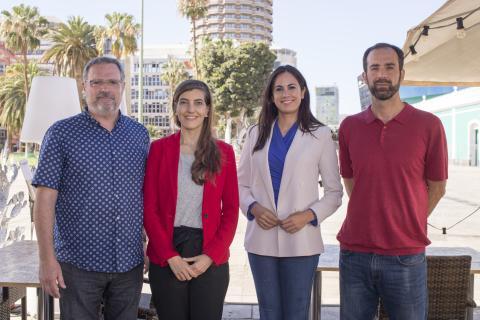 Vidina Espino con trabajadores de RTVC