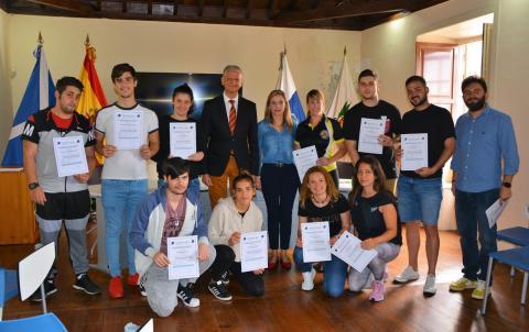 El alcalde Francisco Linares con los alumnos