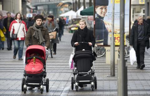 Madres con carritos de bebés
