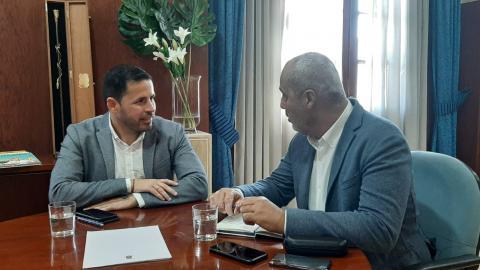 El alcalde de Telde, Héctor Suárez, se reúne con el senador Ramón Morales