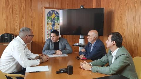 El alcalde de Telde, Héctor Suárez, se reúne con el director de Aguas del Gobierno de Canarias, Víctor Navarro