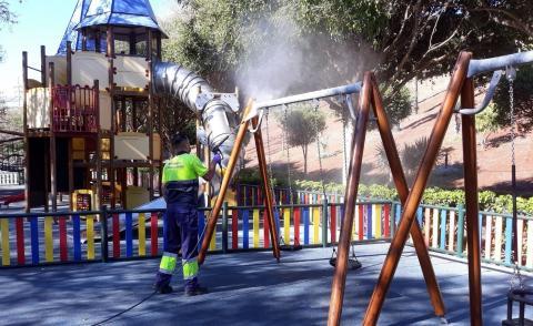 limpieza del parque infantil Juan Pablo II de Las Palmas de Gran Canaria
