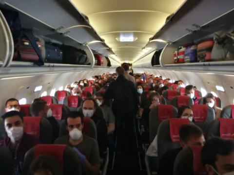 Interior de un vuelo Madrid-GranCanaria durante la Covid 19